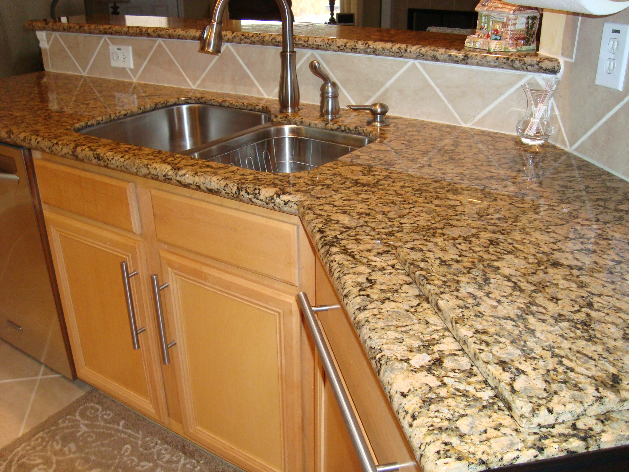 Granite counter tops cleaners homemade vs store bought for Silestone vs granite